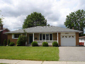 upper unit of a duplex close to expressway, uptown Waterloo