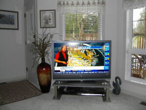 "SONY  BRAVIA  46"" LCD DIGITAL COLOR TV .WITH STAND"