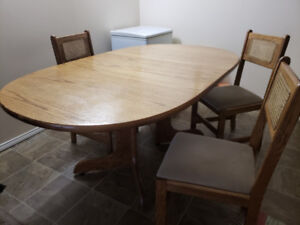 Antique dining table with 4 chairs (very good condition)