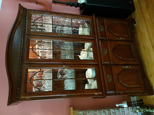 Dining room table, chairs + Hutch
