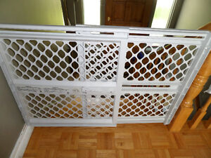 Baby Gate (adjustable)