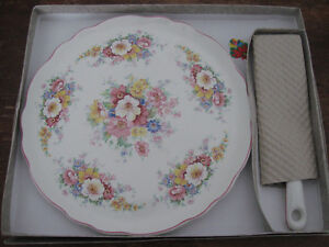 Vintage James Kent Cake Plate and Lifter Prince George British Columbia image 3
