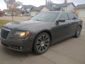 2013 Chrysler 300S! Sunroof,Heated seats, Navigation.