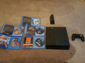 Sony PlayStation PS4 w controller and 5 games and controller stand