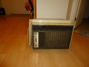 Air Climatisé 10000BTU à vendre en excellente condition