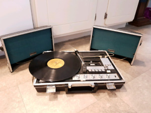 Vintage 1972 Portable Turntable / Record Player