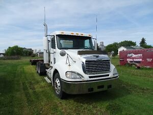 2007 Freightliner Columbia Day Cab