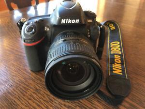 Caméra Nikon D800 avec lentille AF-S NIKKOR 24-85mm