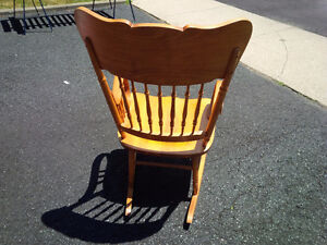 Pressed back solid wood Rocking chair Kitchener / Waterloo Kitchener Area image 4