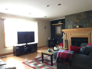 1 rm in a 3 bedroom House $560 all Inclusive (Females Only)