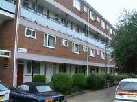 4 bedroom flat in Petersfield Rise, London, SW1