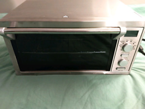 Delonghi Stainless Tabletop Convection Toaster Oven