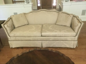 BEAUTIFUL HENREDON SOFA LIKE NEW