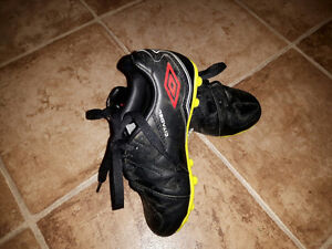 Kids Soccer Shoes Cleats size 11 UMBRO
