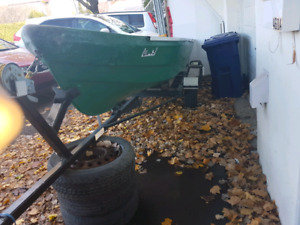 450$ chaloupe plus trailer (no motor) - must go!