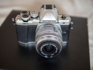Olympus OMD EM10 ii LNIB (only 311 actuations)