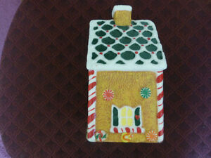 Christmas Gingerbread House Wax Candle - like new condition Kitchener / Waterloo Kitchener Area image 2