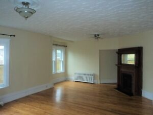 2 1/2 BR Flat Avail NOW or march 1st-Heat,water&hot water