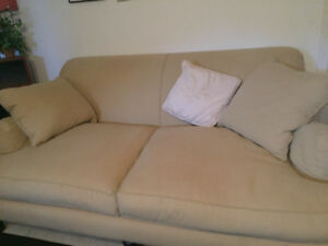 couch in excellent condition..No stains or discoloration