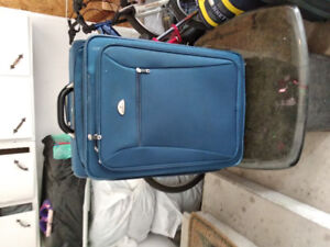 Samsonite large luggage bag with wheels and pull-up han