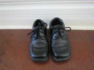 Boys size 8 black dress shoes
