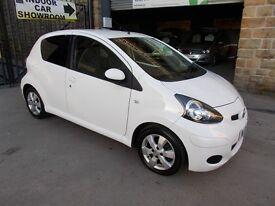 Toyota AYGO 1.0 VVT-I GO! (white) 2012