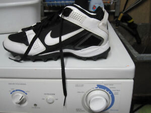 Excellent used condition indoor Mens size 12 Football cleats