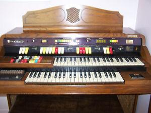 Orgue Hammond Romance 126A  avec banc. Année 1980