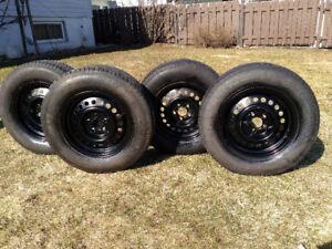 4 pneus d'été Nexen 195/70R14  91T sur jantes Cavalier