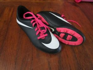 Nike Soccer Cleats Size 1 Girls