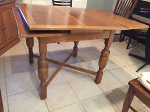 Dining Room Table Oak, extendable sides, 4 chairs