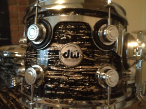 Drumset: Professional DW Black Oyster Drumset
