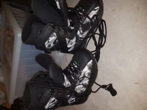 World Industries boys camouflage snowboard boots size 3