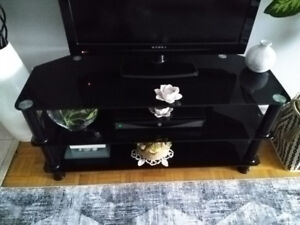 TV STAND (''like new'' condition)