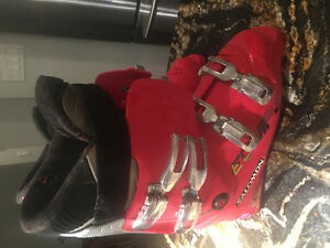 Men's size 28/10 salomon ski boots