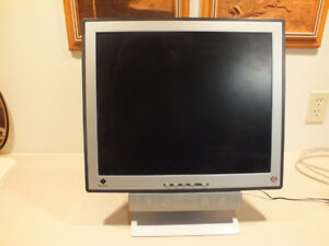 SEANIX MONITOR WITH ALL CABLES/CONNECTORS -BUILT IN SPEAKERS