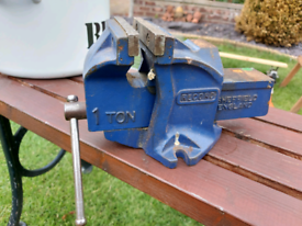 Record 1 ton vice 4 inch jaw
