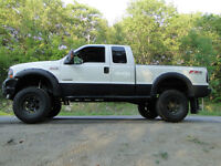Ford F-250 Lariat FX4 6.0L Turbo Diesel 4x4 Lifter 8 pouces Chip