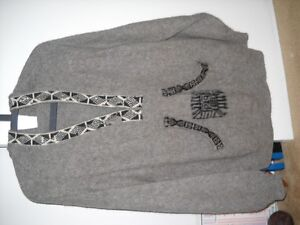 Handmade pull over sweater, hooded from Peru.