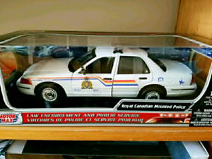 Christmas gift ford crown Victoria rcmp diecast model car new