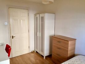 Beautiful double room within this 3 bed flat share with spectacular views over the O2 arena