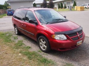 2006 DODGE GRAND CARAVAN WITH DVD AND STOW N GO