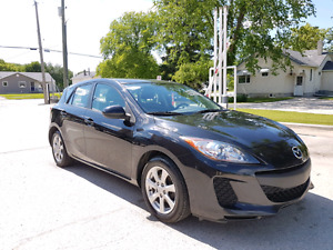 2013 Mazda 3 Sport GX HB Low KM! **CLEAN TITLE & ONE OWNER**