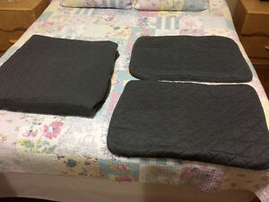 Quilt & 2 pillow shams London Ontario image 3