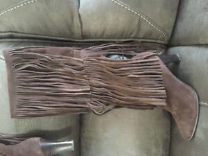 Brown suede fringed boots, excellent shape