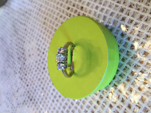 3 Diamonds 14 ct size 6.5