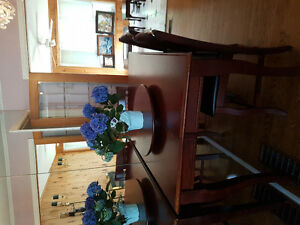 Dining table and hutch set