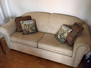 Couch with pillows as displayed.