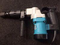 """Brand New Makita HM0810 0.7""""/17mm A/F Hex Shank Demolition Hammer 110V"""