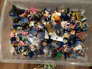 One Piece Chinese World Collectable Figures - Hundreds of Figure